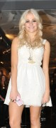 Nov 20, 2010 - Pixie Lott - Switching on Xmas Lights - Lakeside Shopping Centre in Essex F4eefa108404611