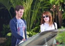 Emma Stone - Out on a date in Hollywood Oct. 23
