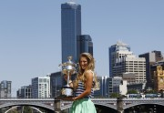 Виктория Азаренко, фото 187. Victoria Azarenka Posing with the Australian Open Trophy along the Yarra River in Melbourne - 29.01.2012, foto 187