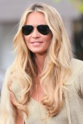 Эль Макферсон, фото 1075. Elle MacPherson at The Grove to appear on the programme 'Extra', february 20, foto 1075